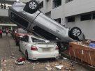 คันเร่งค้าง! เก๋ง CRV กระแทกกระบะร่วง ตกตึกจอดรถ ก.สาธารณสุข เสียหาย5คัน ไร้คนเจ็บ-เสียชีวิต